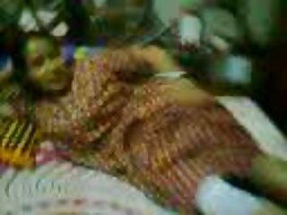 Dj بازیگر جوان انجمن هندی گجراتی ویدئو سکسی او را دعوت کرد.
