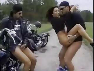 سه نفری از زن نوجوان با هندی عاشقانه فیلم سکسی سینه های کوچک به سه مرد
